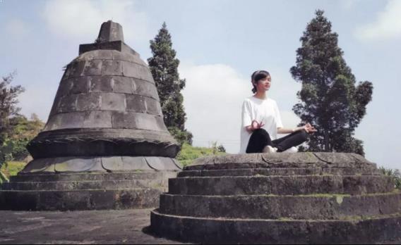 Foto Candi Tridharma Gunung Putri Pacet