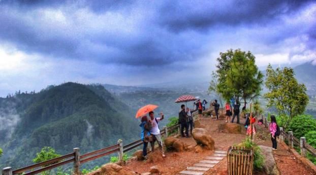 Foto Objek Wisata Tebing Keraton Bandung