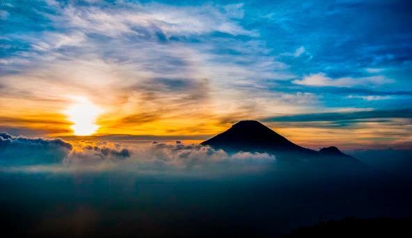 Foto Puncak Bukit Sikunir