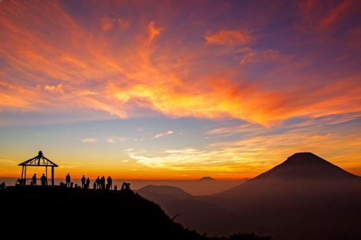 Gambar Golden Sunrise Sikunir
