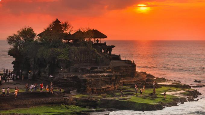 Sunset di Pura Tanah Lot Dewata Bali