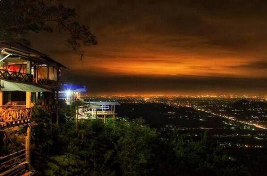 bukit bintang jogja di malam hari