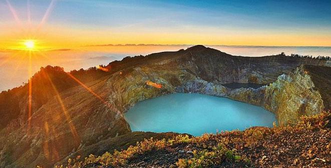 Gambar Danau Kelimutu
