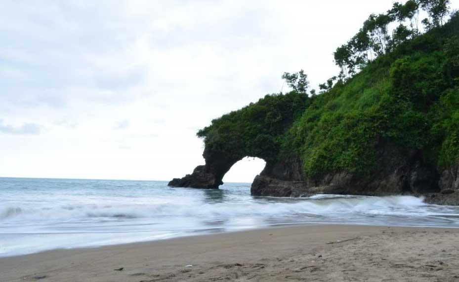 Gambar Pantai Logending Pantai Ayah