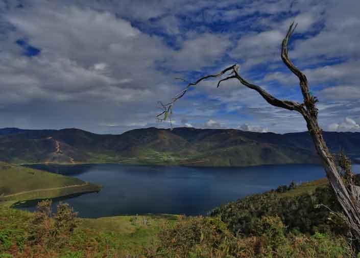 Gambar Wisata Danau Anggi