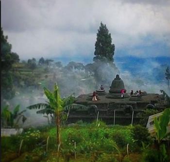 Gambar Candi Tridharma Gunung Putri Pacet