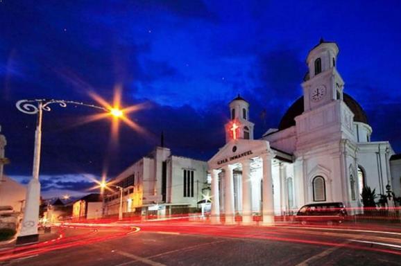 Indahnya Kota Lama Semarang Malam Hari