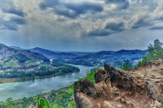 Panorama bukit watu meja purwokerto
