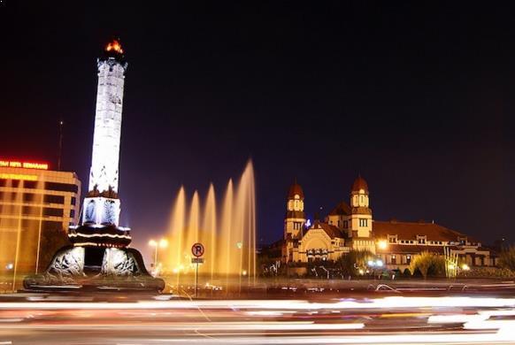 Pesona Wisata Malam Tugu Muda Semarang