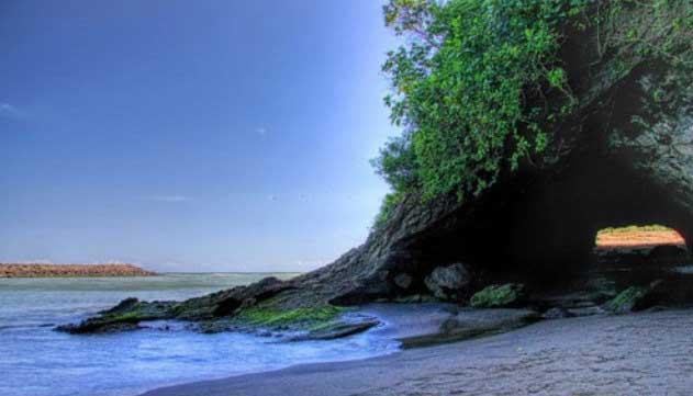 Gambar Pantai Karang Bolong Kebumen