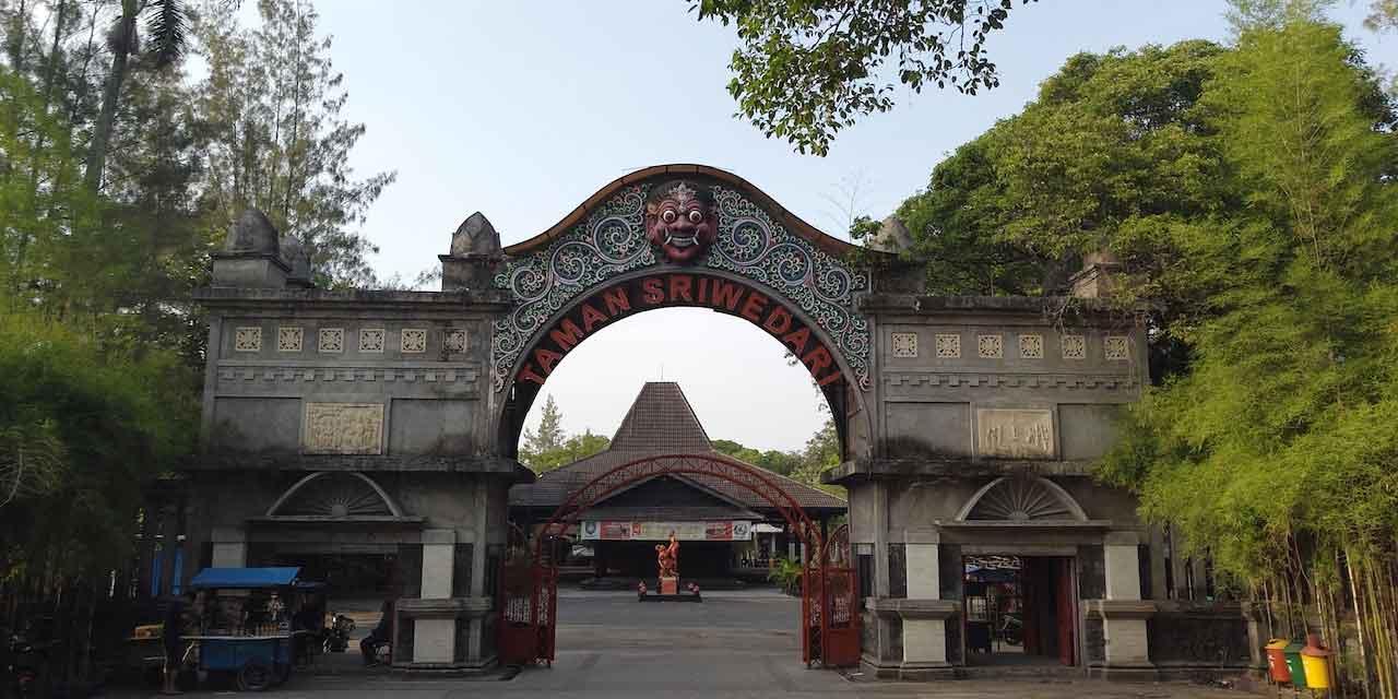 (THR) Taman Hiburan Rakyat Sriwedari Solo