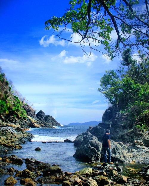 Batu Naga, Teluk Paku