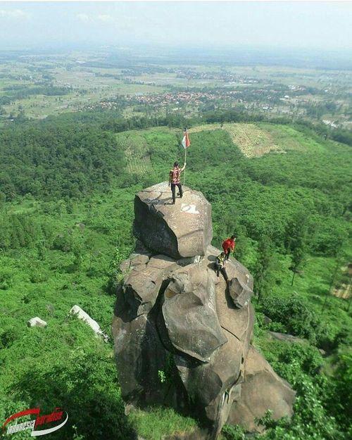 Bukit Goa Lawa atau Bukit Batu Agung