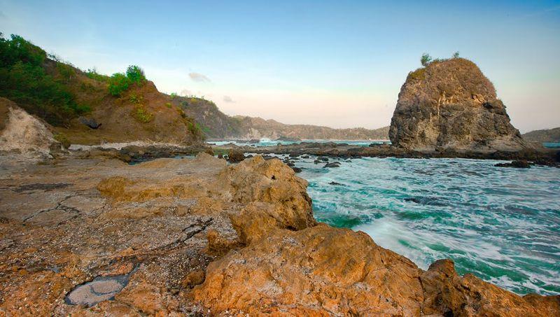 Harga Tiket Masuk dan Rute Menuju Pantai Watu Lumbung Gunung