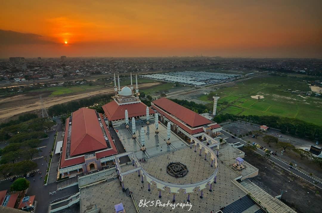 hotel dekat masjid agung