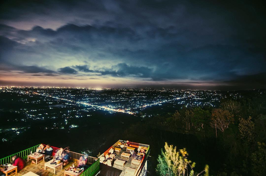 Gambar Bukit Bintang Jogja