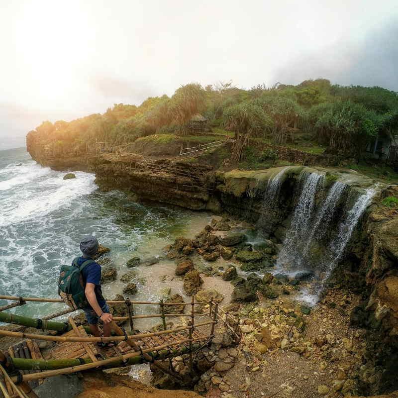 wisata pantai jogan