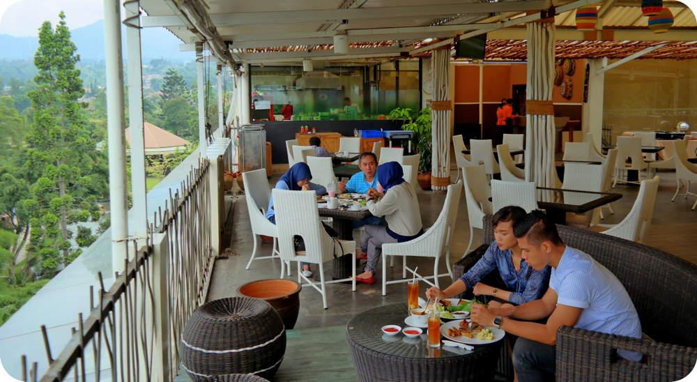 De Cafe Rooftop Garden Bogor