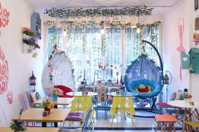 Lokasi Le Belle Cafe Surabaya