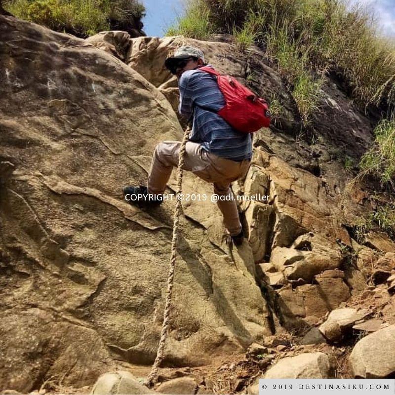 perjalanan mendaki gunung batu jonggol