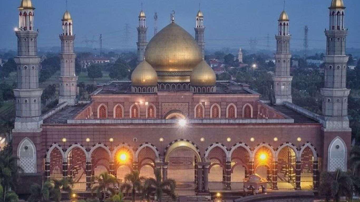 Foto Masjid Kubah Mas Dian Al Mahri.jpg