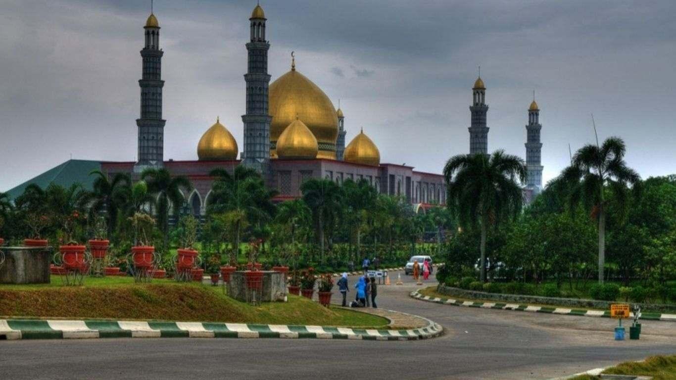 Sejarah Masjid Dian Al Mahri / Masjid Kubah Mas