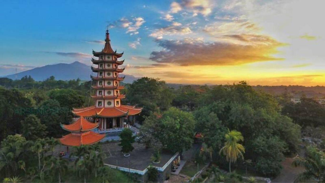 pagoda avalokitesvara kota semarang jawa tengah